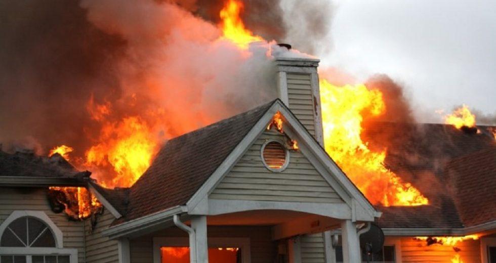 Mơ thấy cháy nhà đánh con gì? Điềm báo lành hay dữ?