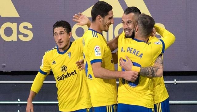 Soi kèo bóng đá trận Cadiz CF vs Valladolid, 3:30 – 30/12/2020