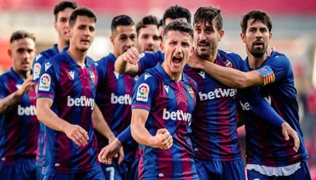 Soi kèo bóng đá trận Valladolid vs Elche, 1:00 – 20/01/2021