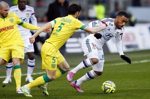 Soi kèo bóng đá trận Nantes vs Lyon, 2h00 – 19/04/2021