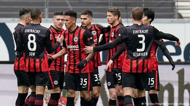Soi kèo bóng đá trận Eintracht Frankfurt vs Fenerbahce, 2:00 – 17/09/2021